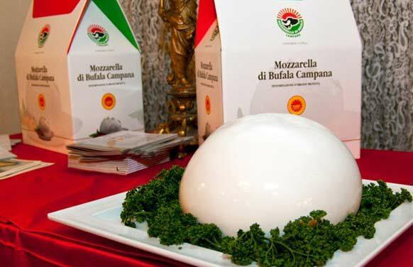 Mozzarella_di_Bufala_Campana_DOP
