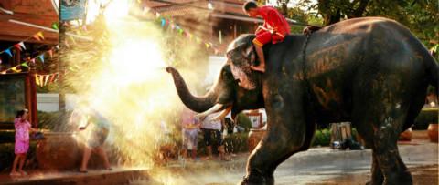 Songkran  en Thaïlande du 13 au 15 avril  (Nouvel An bouddhique ou festival des eaux)
